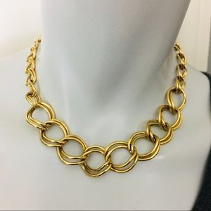 Chunky gold chain faux.